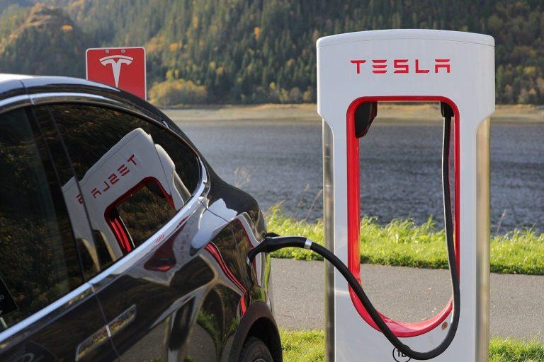 """Trzy """"życia"""" baterii do samochodów elektrycznych"""